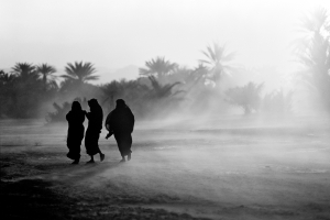 Yemen, shibam, donne nella tempesta di sabbia, Foto Graziano Perotti